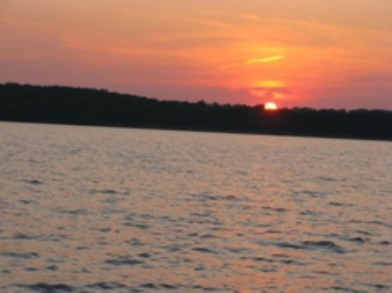 Happy O's Sportsman's Resort: Sunset