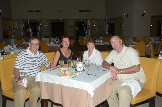 BlueBay Grand Esmeralda: Dinner at the buffet