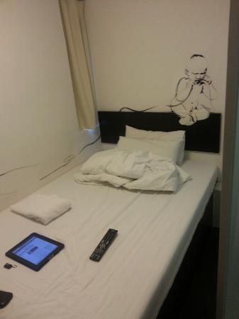 Hop Inn: bed