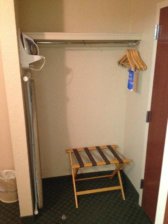 Comfort Inn & Suites North Orlando / Sanford: Iron/Board/Hangers.