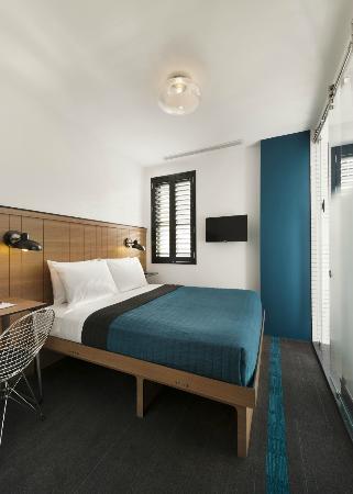 Pod 39 Hotel: Queen Pod (Teal)