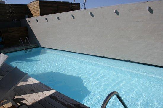 Fresh Hotel:                   piscina azotea