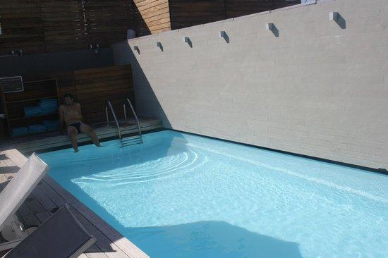Fresh Hotel:                   piscina 2