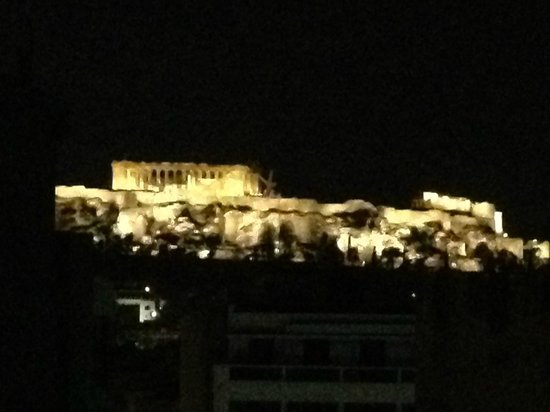 Fresh Hotel:                   vista nocturna desde bar azotea