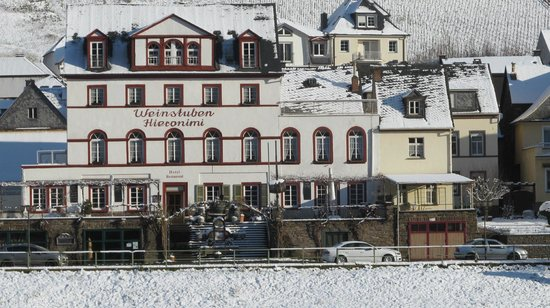 "Hotel Restaurant ""Weinstuben Hieronimi"": Vooraanzicht"