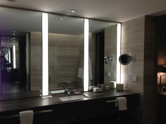 Four Seasons Hotel Toronto: Vanity