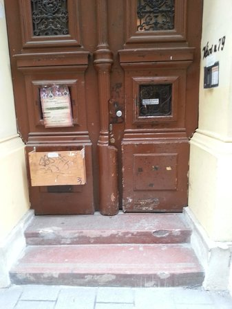 Old Monarchia Hotel: Th is the front door that leads to the 'rooms' - that are also occupied by residents and busines