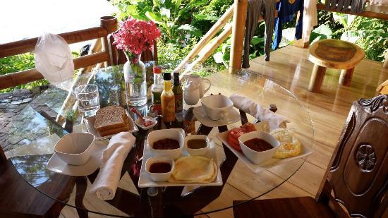 La Fortuna at Atitlan : Breakfast on the porch