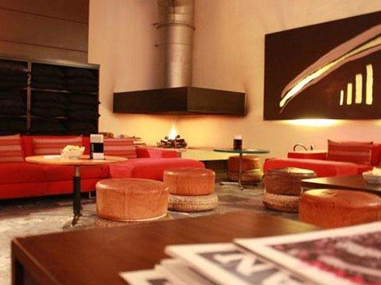 Milano Cafe :                   SPLENDIDO CAMINO INTERNO
