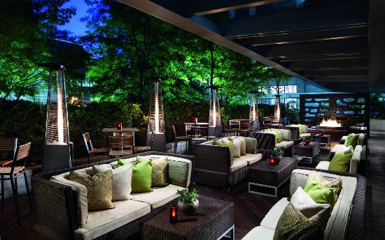 The Ritz-Carlton, Toronto : DEQ Patio