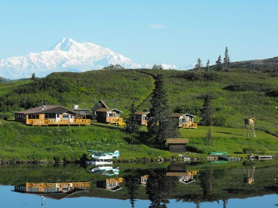 Caribou Lodge Alaska: Lodge and Denali