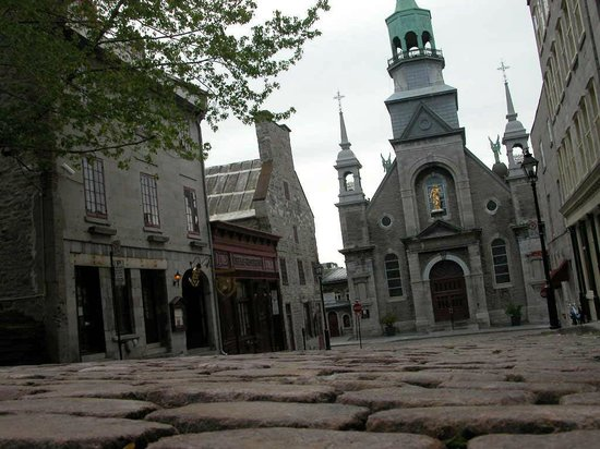 Rue St-Paul : Maison Père de Calvet from the 1700's and the Oldest chapel in Montreal on rue St Paul