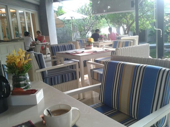 Rest Detail Hotel Hua Hin: Breakfast on the terrace