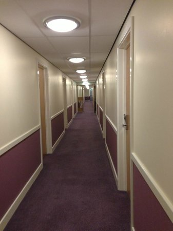 Premier Inn Liverpool John Lennon Airport Hotel: ground floor corridor to bedrooms