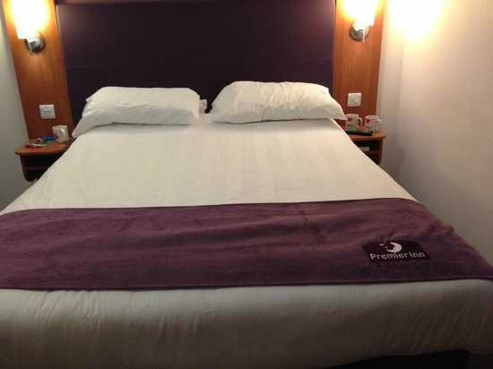 Premier Inn Liverpool John Lennon Airport Hotel: a bed for royalty sooooo comfortable