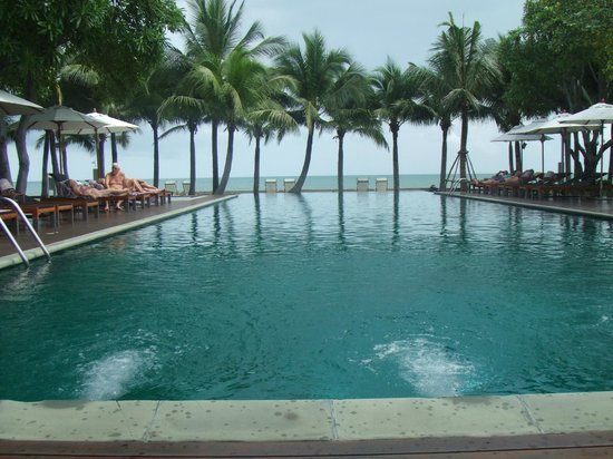 Rest Detail Hotel Hua Hin: Infinity pool over looking the Gulf of Thailand