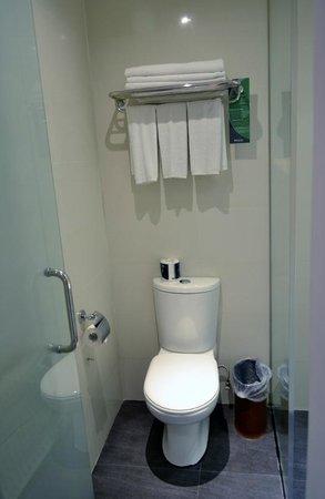 Furama City Centre: Clean WC