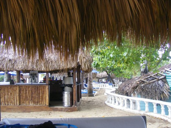The Tropical at Lifestyle Holidays Vacation Resort: Beach Bar
