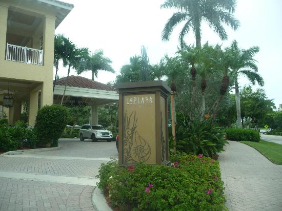 LaPlaya Beach & Golf Resort, A Noble House Resort: Entrada al hotel