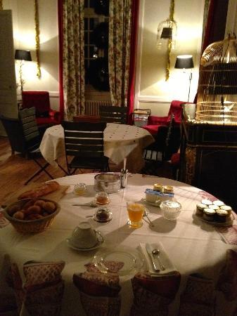 Château de Miromesnil : Table du petit déjeuner