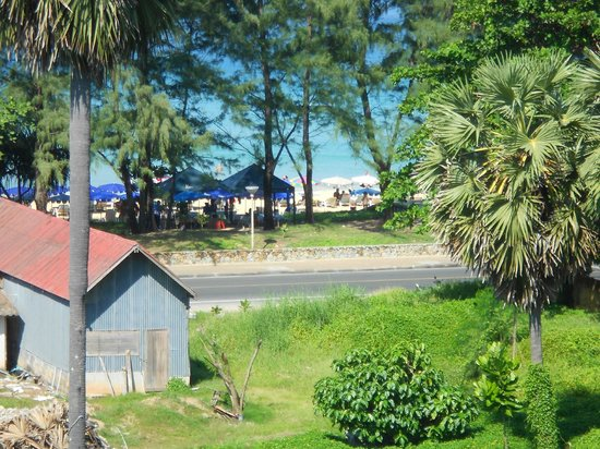 Andaman Seaview Hotel: View from room gives an indication of distance to beach
