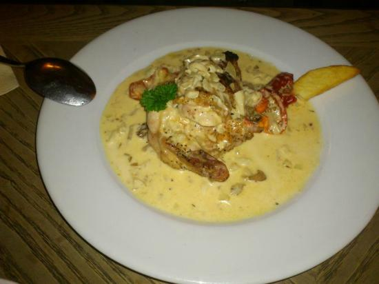 The Bear Inn: Chicken in some kind of sauce