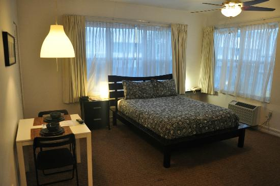 Ocean Reef Suites: Room