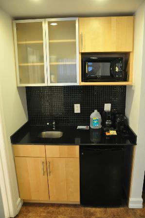 Ocean Reef Suites: Room - small kitchen part