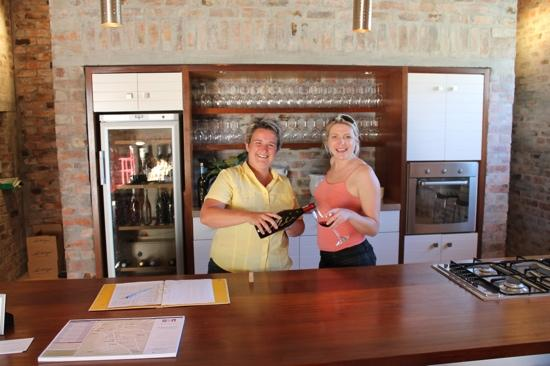 La Chataigne Wines and Guest Cottages: Suzann knows the wine!!