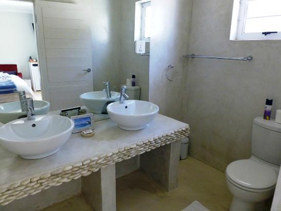 Swakopmund Guesthouse: Doppelwaschbecken&WC