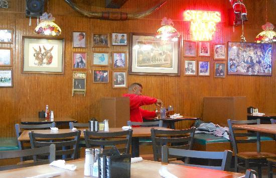 Stan's Restaurant-Souvenirs: Dining Area