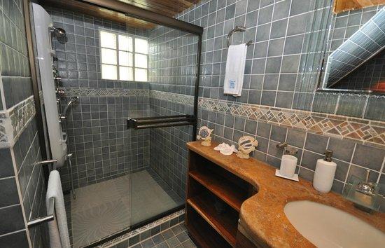 Condotel Las Cascadas: Bathroom