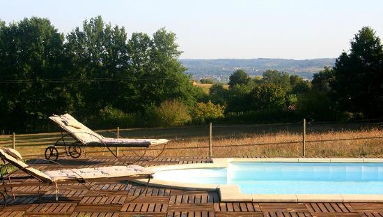 La Rolandie Haute: Piscine et terrasse