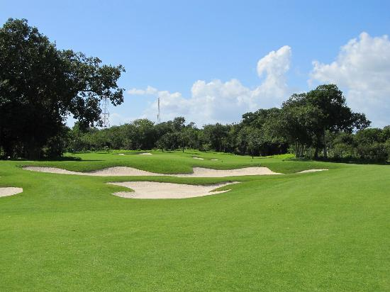 Grand Coral Riviera Maya: Grand Coral 18th hole from clubhouse