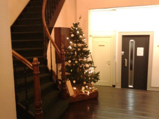 Hans Memling Hotel: Hallway
