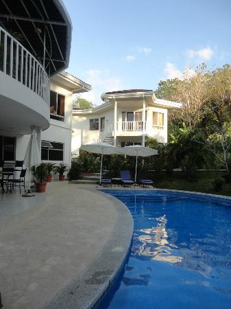 ذا هايداواي هوتل: pool 