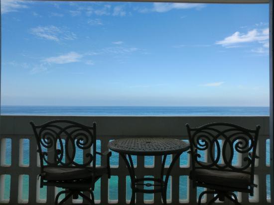 Makaha Beach Cabanas: Lania