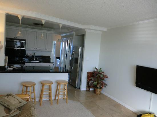 Makaha Beach Cabanas: Living room and kitchen