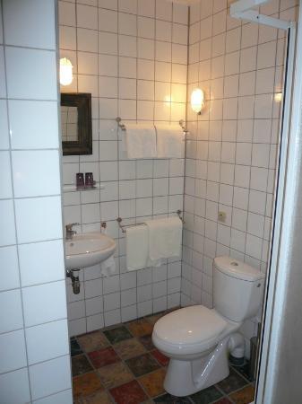 Ancienne Gendarmerie : Bathroom Coquelicot