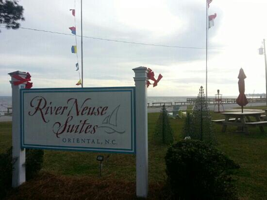 River Neuse Suites : the sign