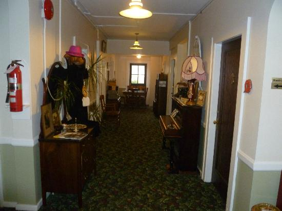 The Old Courthouse Inn: The lower hallway