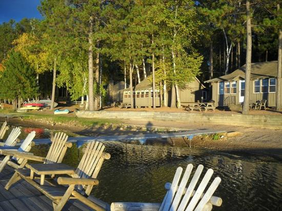 Cedaroma Lodge: Our cottages are located steps from the beach!
