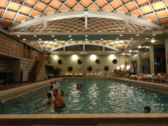 Abano Ritz Terme: Piscina interna dell'hotel