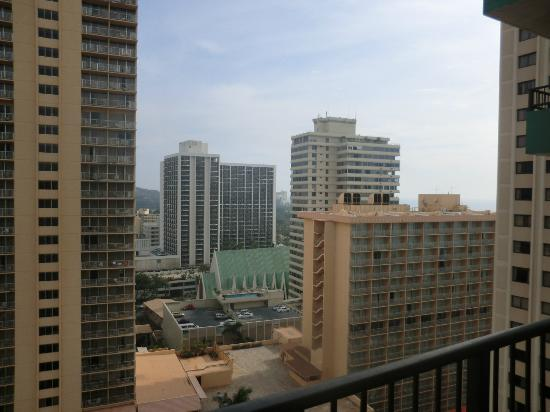 Waikiki Resort Hotel: i think i can see the ocean