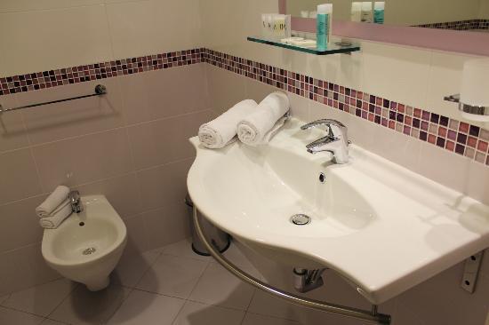 Aqua Hotel: Bagno lavandino