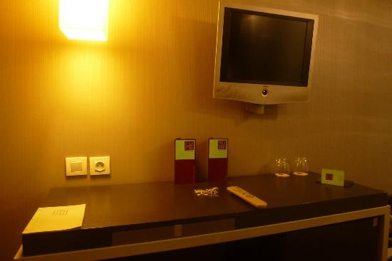 Le Marceau Bastille Hotel: détail de la chambre