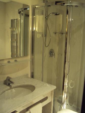Dado Hotel International : BathRoom