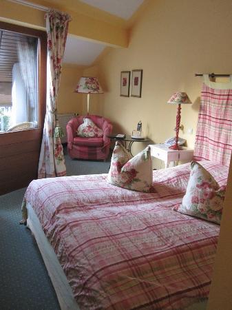 Nells Park Hotel : gemütliches Bett von Zimmer 314