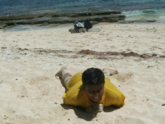 Beachcomber Island Resort : You may just lie on sand!