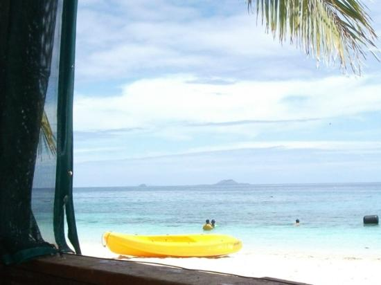 Beachcomber Island Resort : Having fun in the sea
